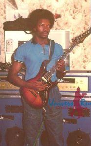 Fred Kitenge Mahole guitare