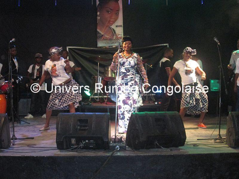 Faya Tess, en concert à Kinshasa