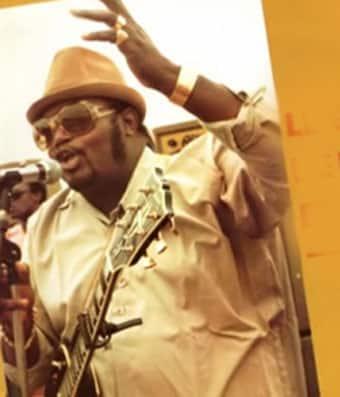 LUAMBO MAKIADI : tailleur, un tableau virulent peint en métaphore
